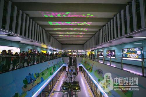 """ek(丽讯)在广州地铁APM线打造""""互动钢琴""""方案将投影技术与图片"""